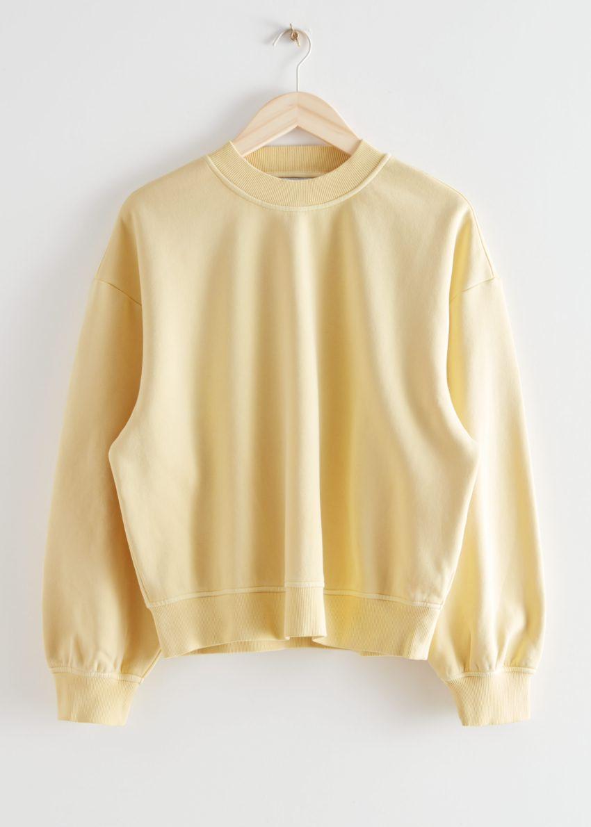 앤아더스토리즈 박시 코튼 스웨트셔츠의 라이트 옐로우컬러 Product입니다.