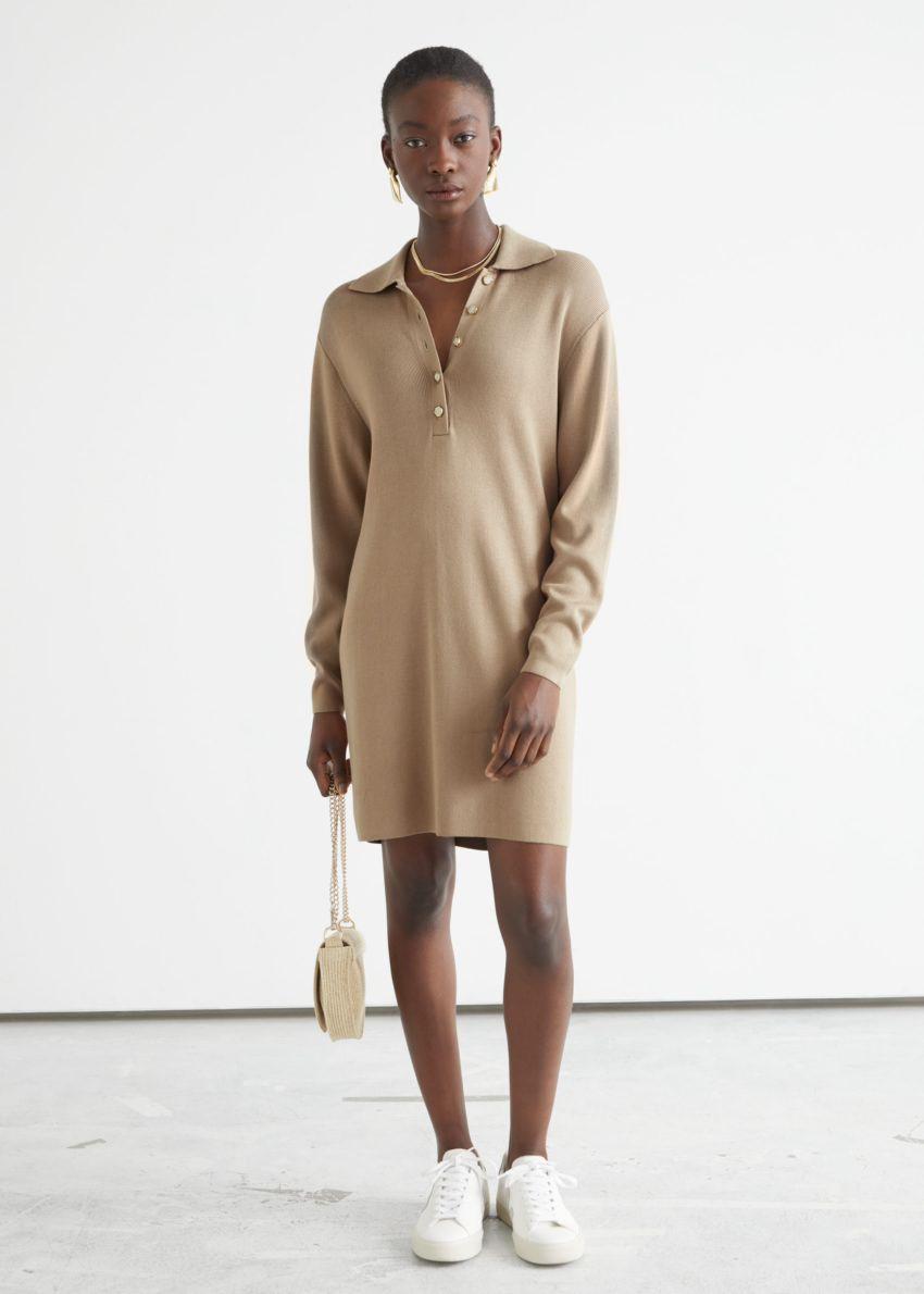 앤아더스토리즈 박시 버튼 카라 미니 드레스의 베이지컬러 ECOMLook입니다.