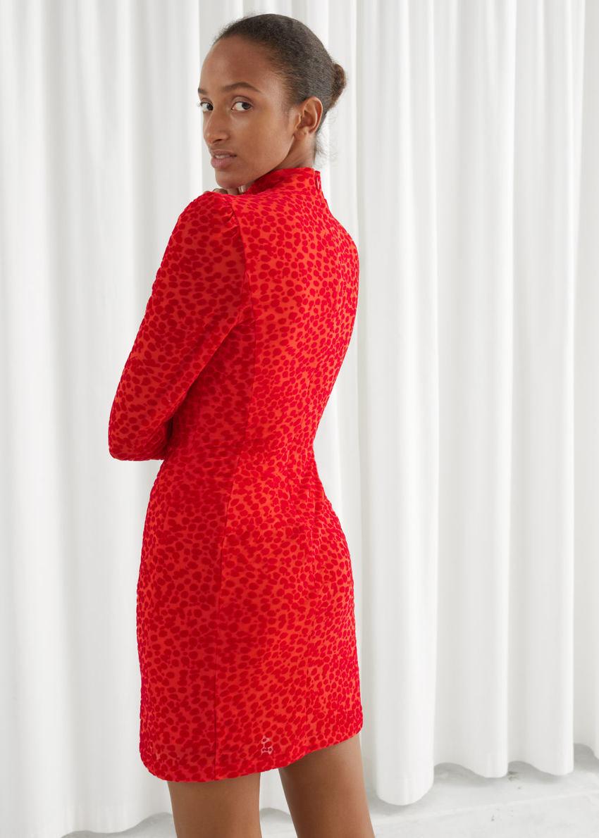 앤아더스토리즈 피티드 퍼프 슬리브 레오파드 미니 드레스의 오렌지컬러 ECOMLook입니다.