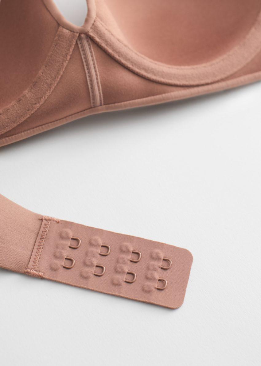 앤아더스토리즈 심리스 테크니컬 패디드 브라의 브라운컬러 Product입니다.