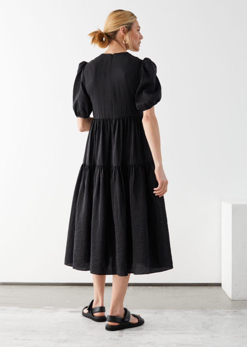 앤아더스토리즈 볼류미너스 퍼프 슬리브 미디 드레스의 블랙컬러 ECOMLook입니다.