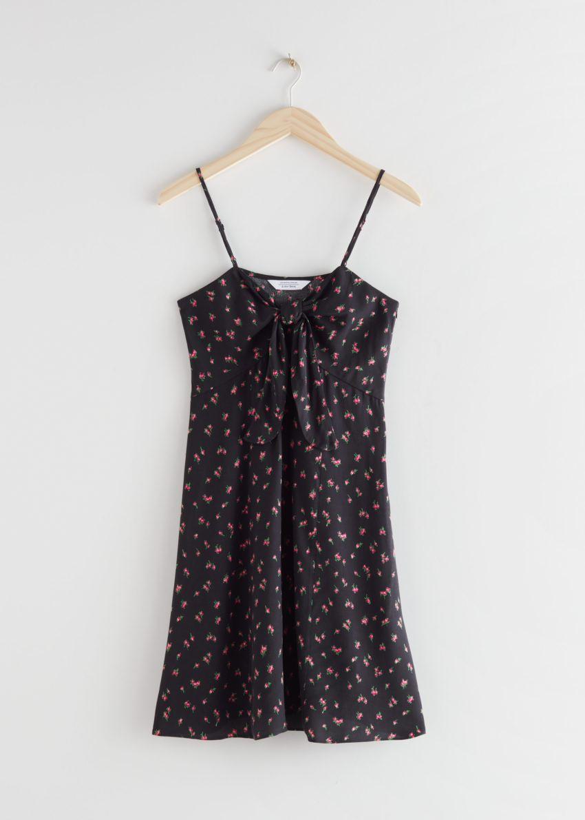 앤아더스토리즈 프런트 타이 미니 드레스의 블랙 플로럴컬러 Product입니다.