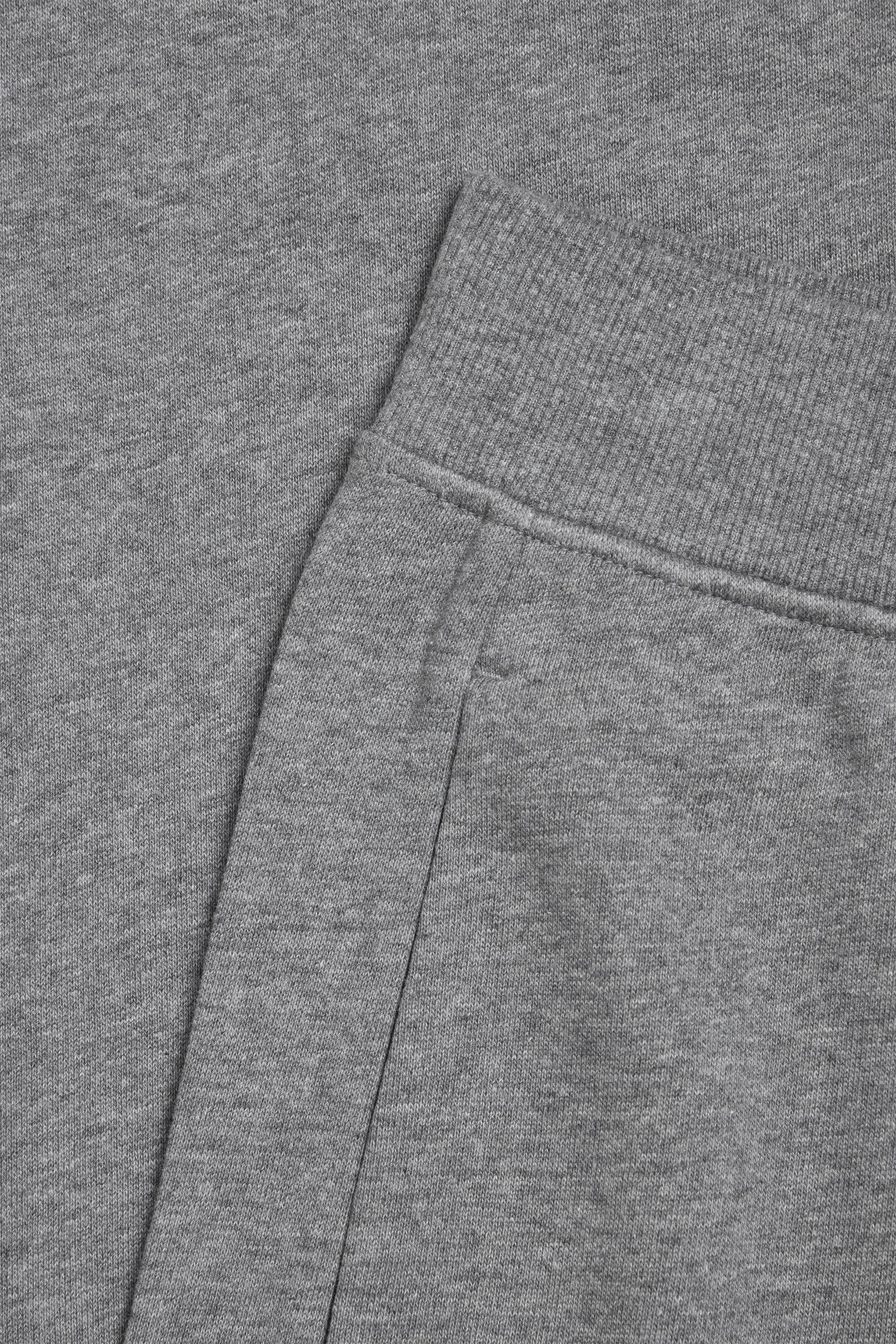 COS 오가닉 코튼 저지 조거의 그레이컬러 Detail입니다.