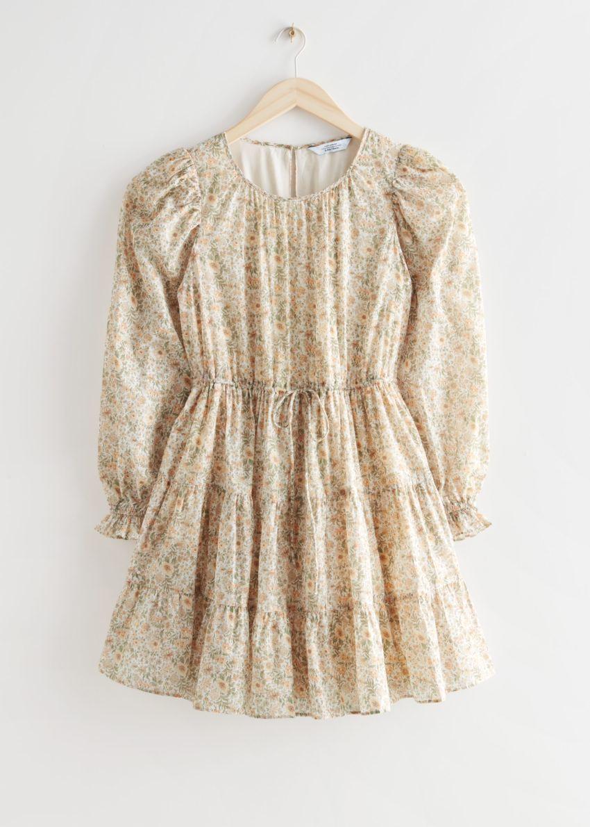 앤아더스토리즈 볼류미너스 트윌 미니 드레스의 베이지 플로럴 컬러 Product입니다.