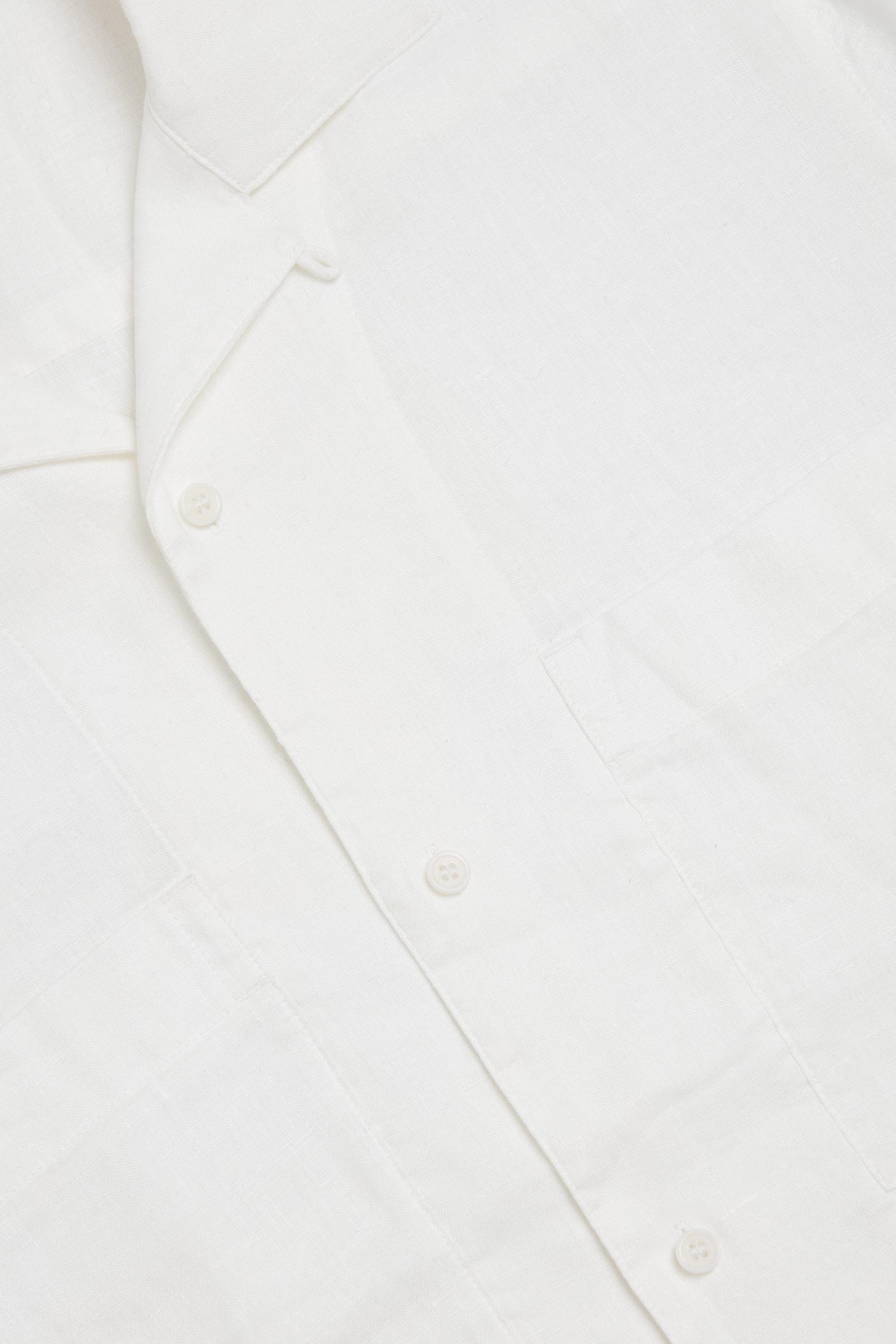 COS 캠프 칼라 쇼트 슬리브 셔츠의 화이트컬러 Detail입니다.