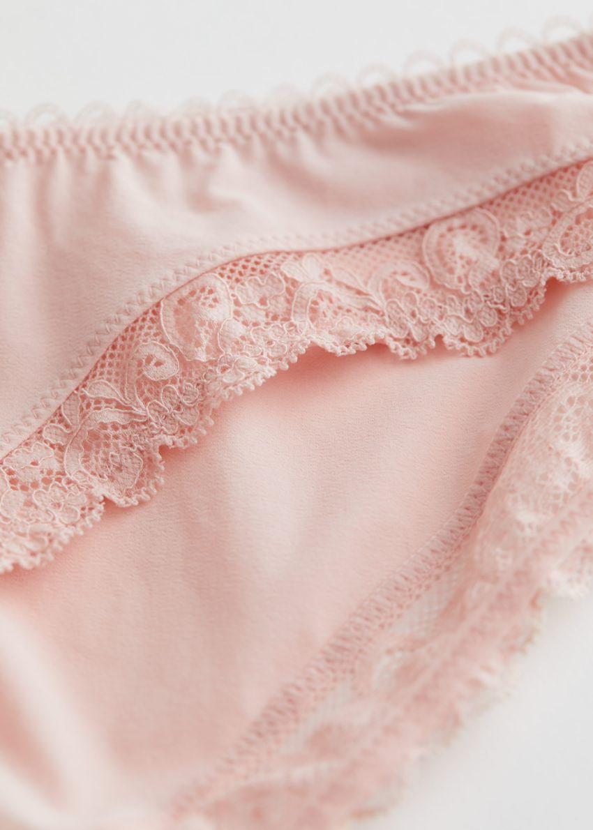 앤아더스토리즈 레이스 트림 브리프의 핑크컬러 Detail입니다.