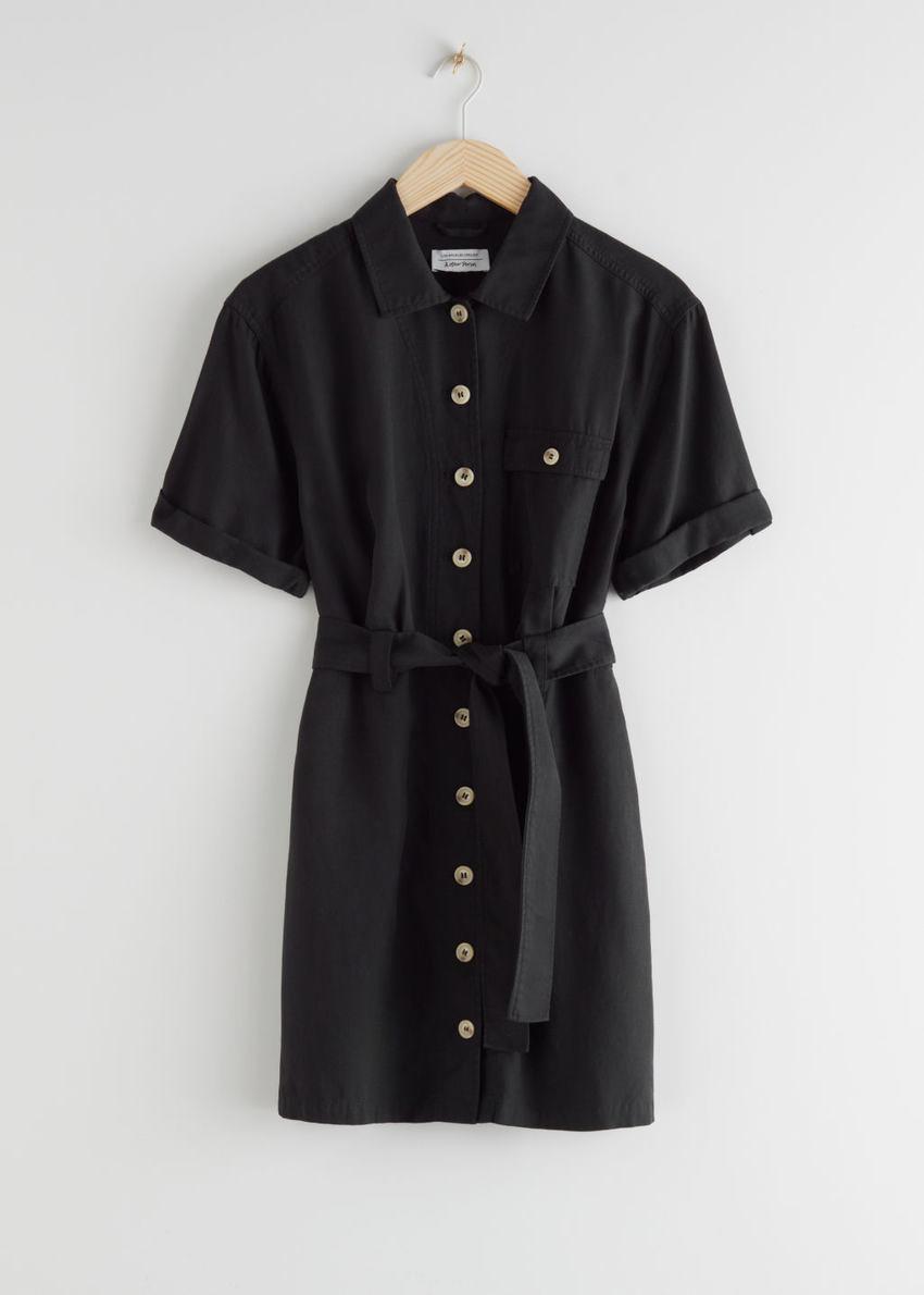 앤아더스토리즈 미니 셔츠 드레스의 블랙컬러 Product입니다.