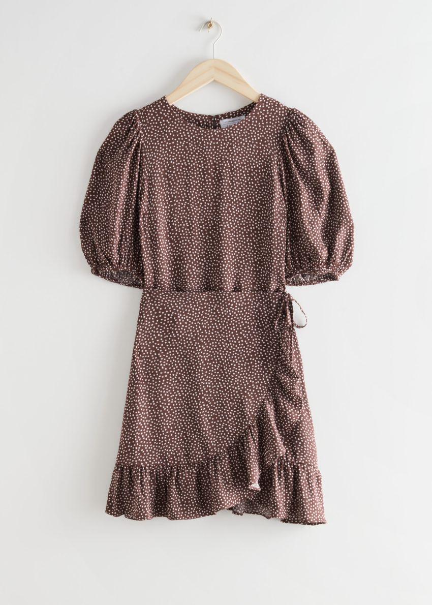 앤아더스토리즈 러플 퍼프 슬리브 미니 드레스의 브라운 프린트컬러 Product입니다.