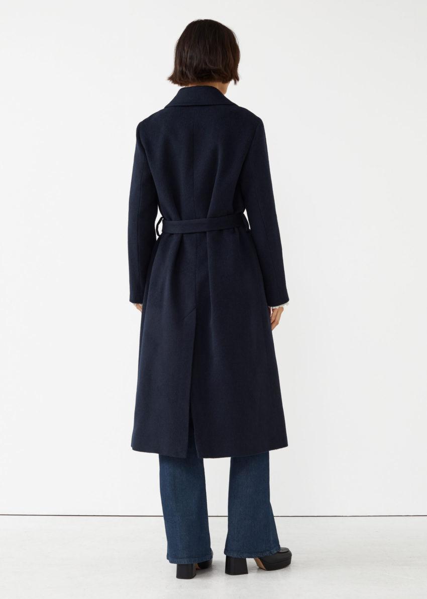 앤아더스토리즈 루즈 알파카 혼방 코트의 다크 블루컬러 ECOMLook입니다.
