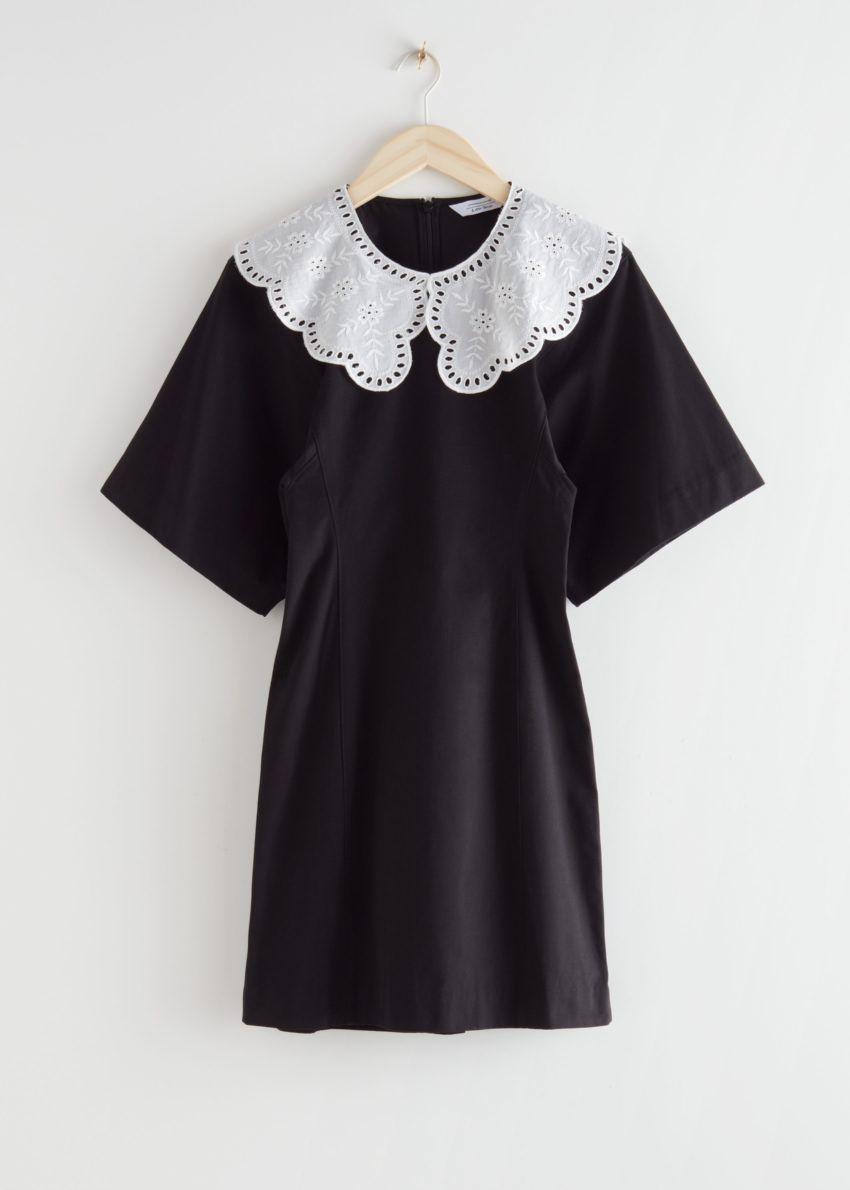 앤아더스토리즈 볼류미너스 슬리브 크로셰 칼라 미니 드레스의 블랙컬러 Product입니다.