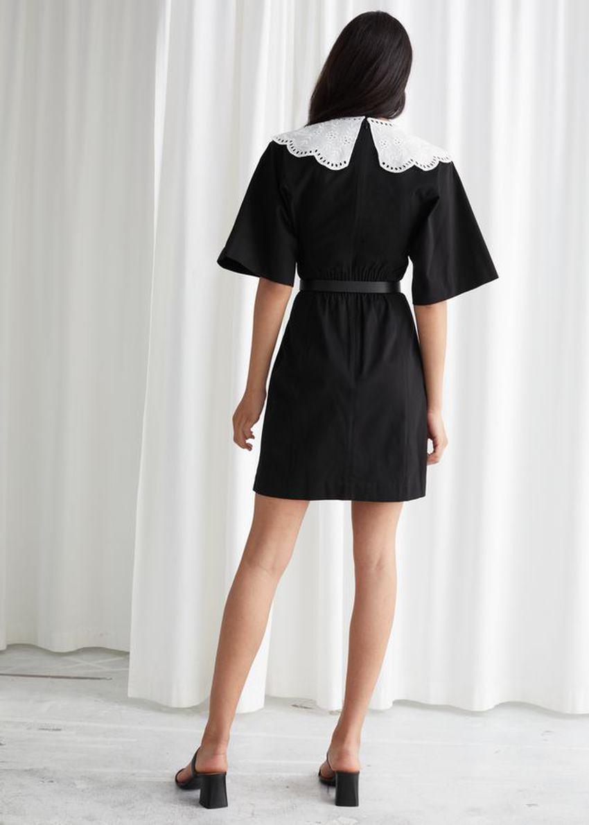 앤아더스토리즈 볼류미너스 슬리브 크로셰 칼라 미니 드레스의 블랙컬러 ECOMLook입니다.