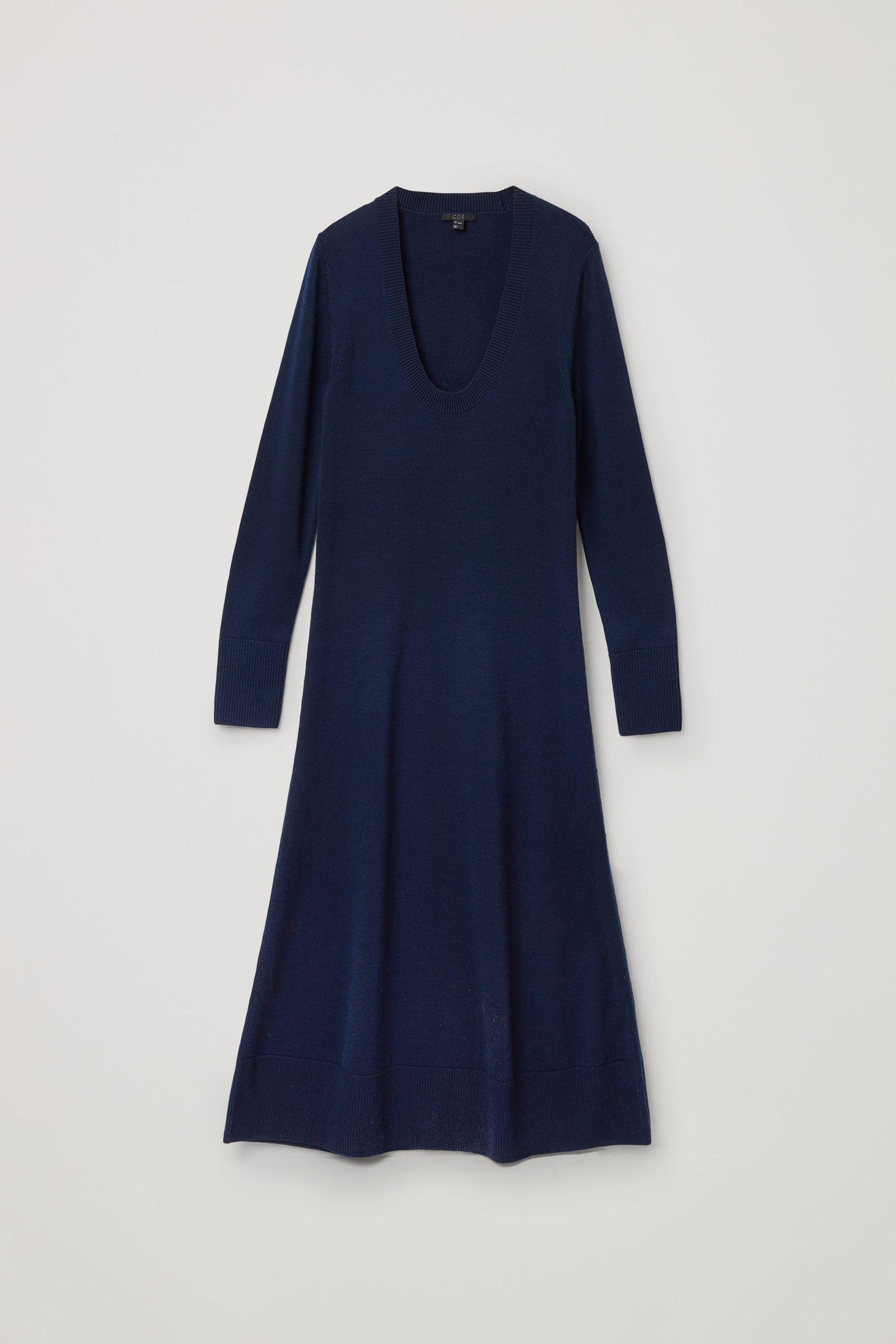 COS A라인 롱 슬리브 니티드 드레스의 블루컬러 Product입니다.