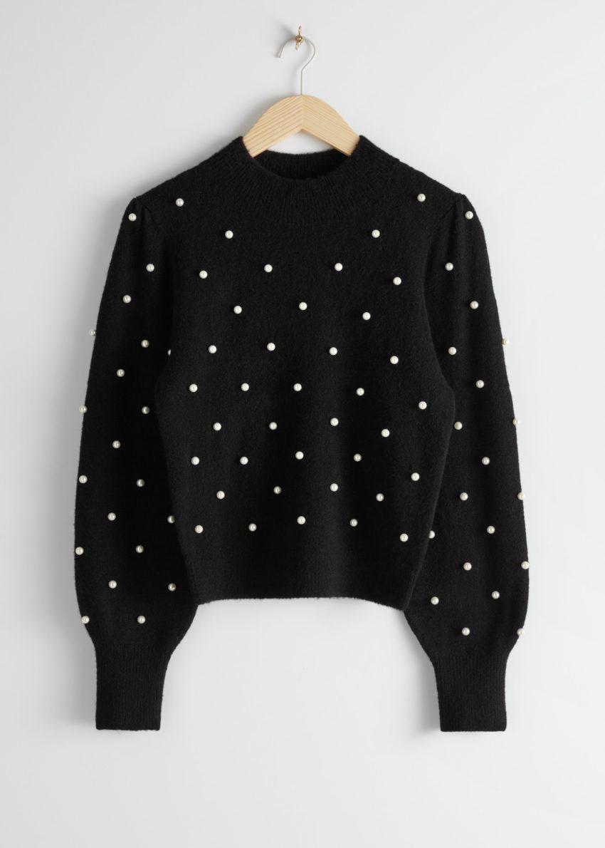 앤아더스토리즈 펄 도트 퍼프 슬리브 스웨터의 블랙컬러 Product입니다.