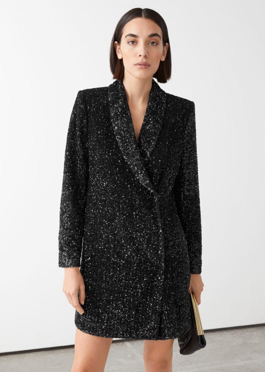 앤아더스토리즈 시퀸 더블 브레스트 블레이저 드레스의 블랙컬러 ECOMLook입니다.