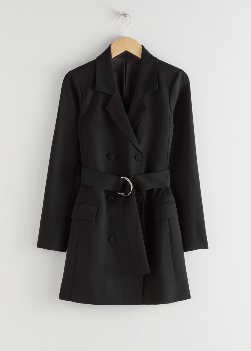 앤아더스토리즈 D-링 벨티드 미니 블레이저 드레스의 블랙컬러 Product입니다.