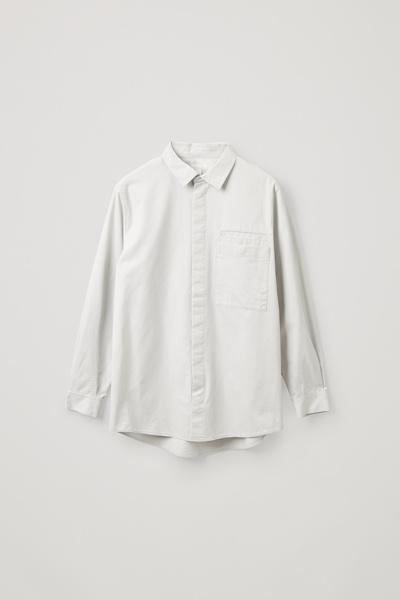 COS default image 2 of 그레이 in 릴랙스드 핏 오가닉 코튼 셔츠