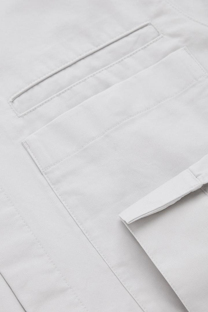 COS 릴랙스드 핏 오가닉 코튼 셔츠의 그레이컬러 Detail입니다.