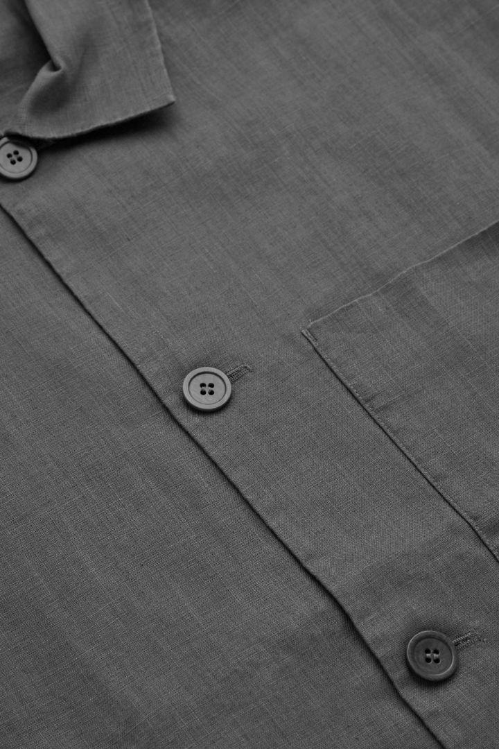 COS 헴프 워크웨어 스타일 재킷의 다크 그레이컬러 Detail입니다.
