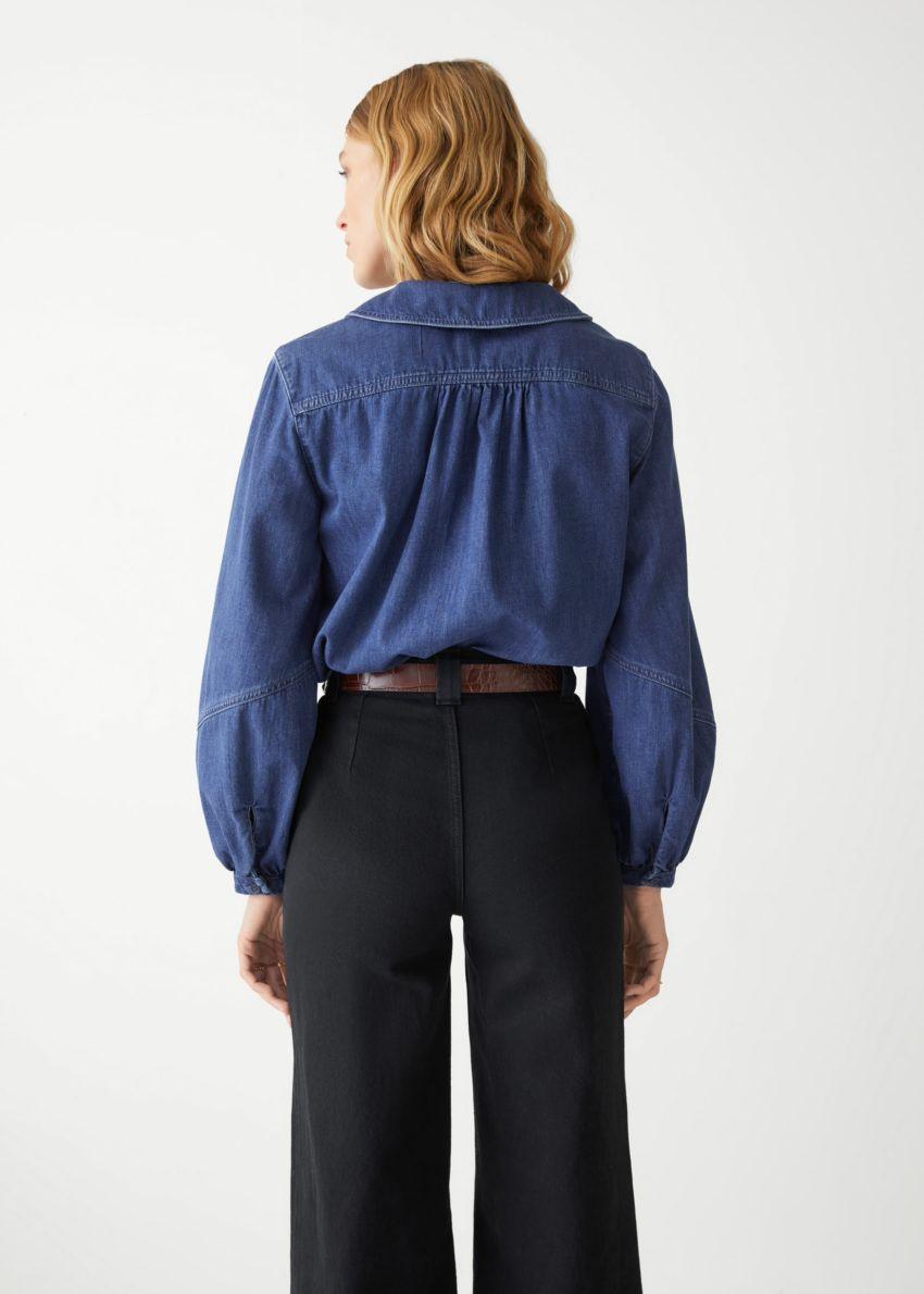앤아더스토리즈 피터 팬 카라 셔츠의 블루 데님컬러 ECOMLook입니다.