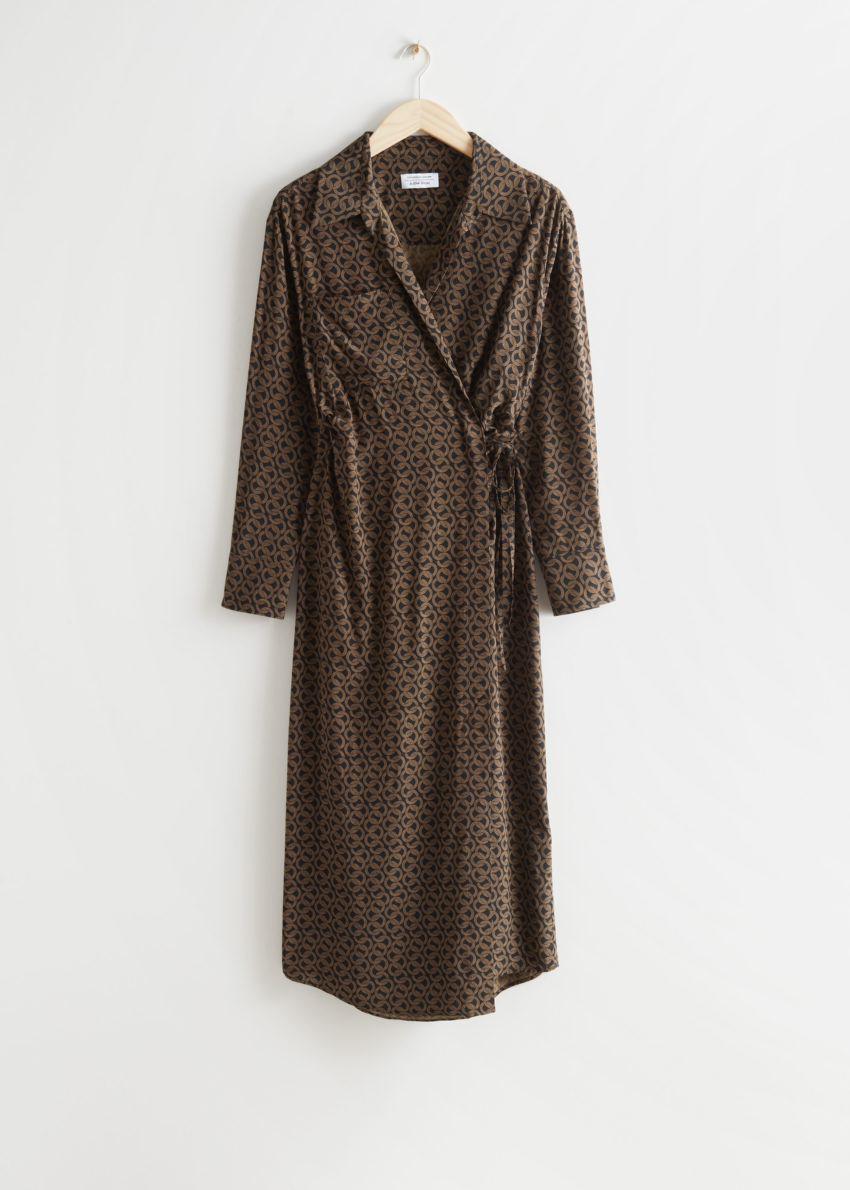 앤아더스토리즈 에이시메트릭 맥시 드레스의 브라운 프린트컬러 Product입니다.