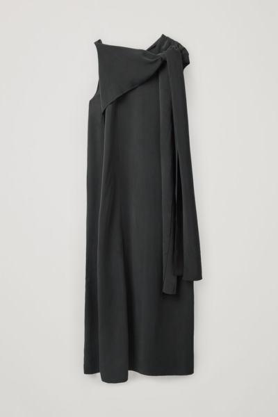 COS default image 2 of 블랙 in 드레이프드 넥 타이 드레스
