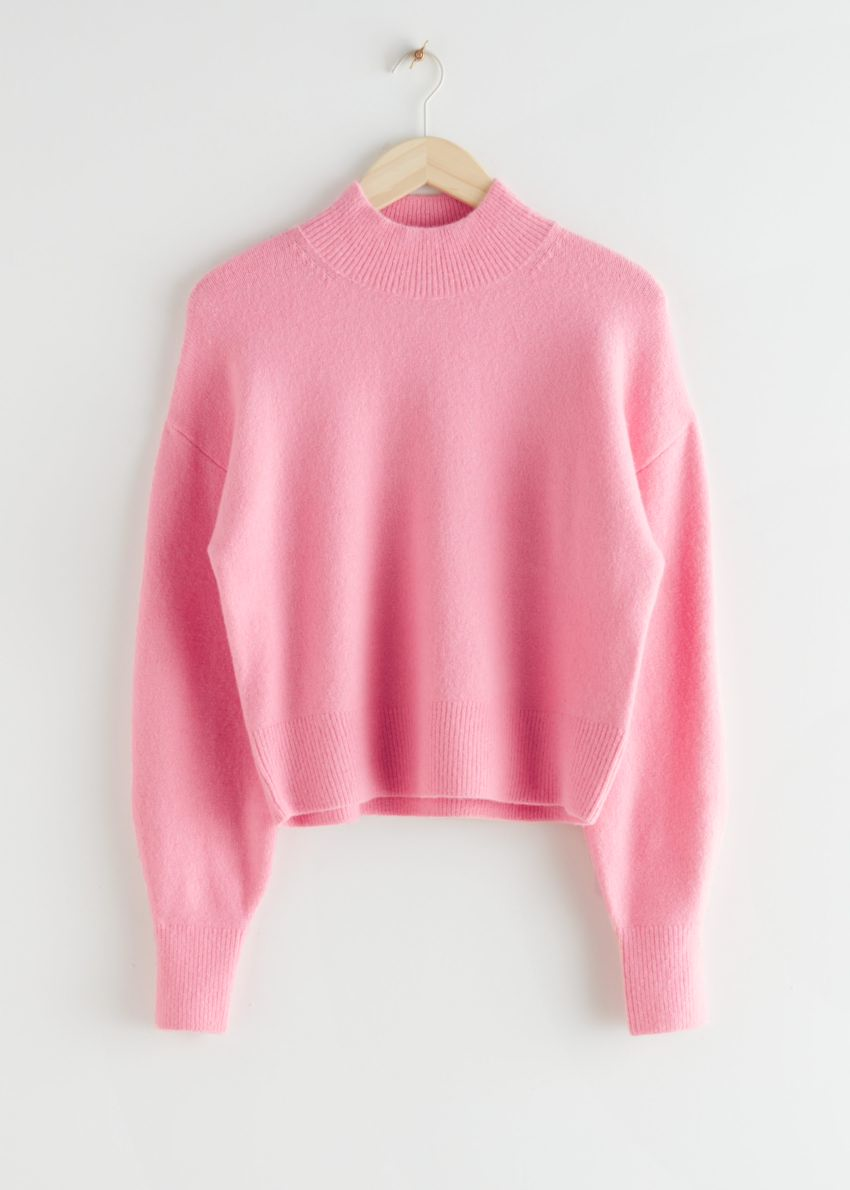 앤아더스토리즈 모크 넥 스웨터의 핑크컬러 Product입니다.