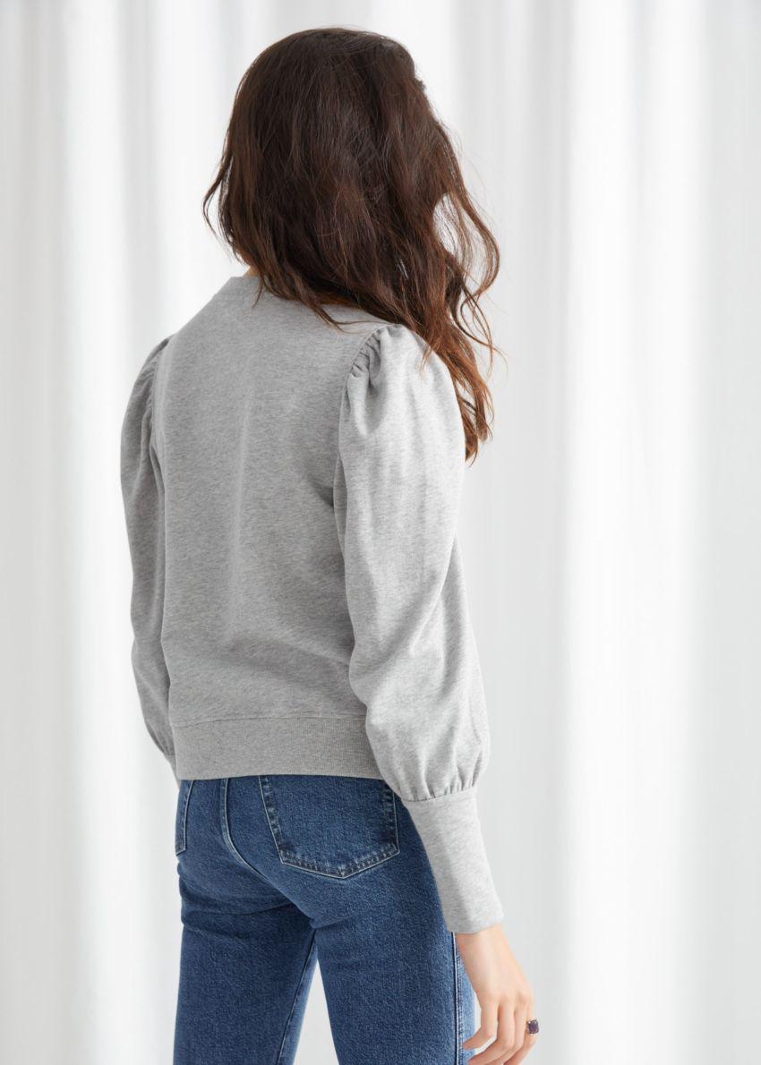 앤아더스토리즈 퍼프 슬리브 코튼 스웨터의 그레이 멜란지컬러 ECOMLook입니다.