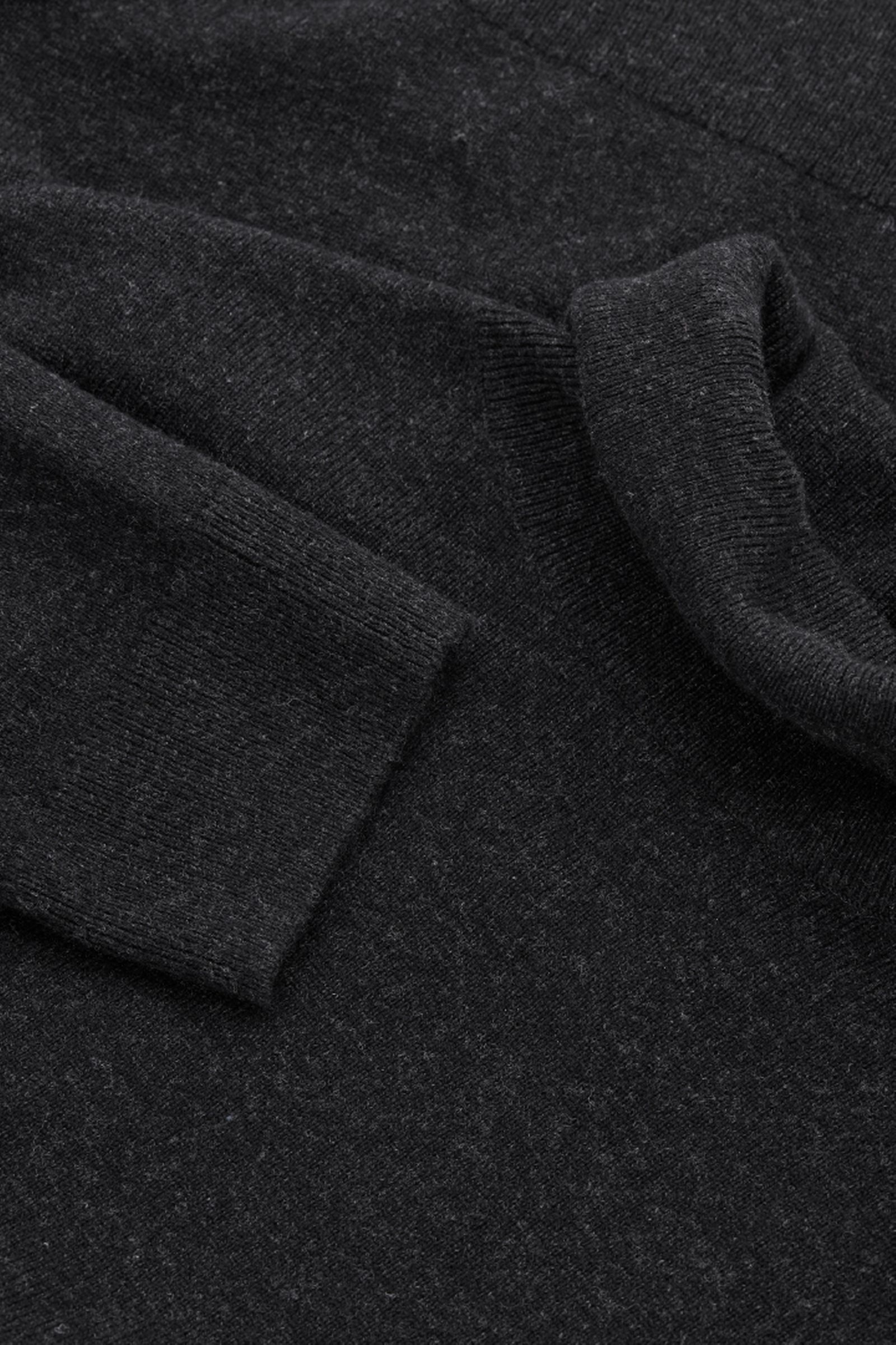 COS 메리노 야크 롤넥 스웨터의 블랙 멜란지컬러 Product입니다.