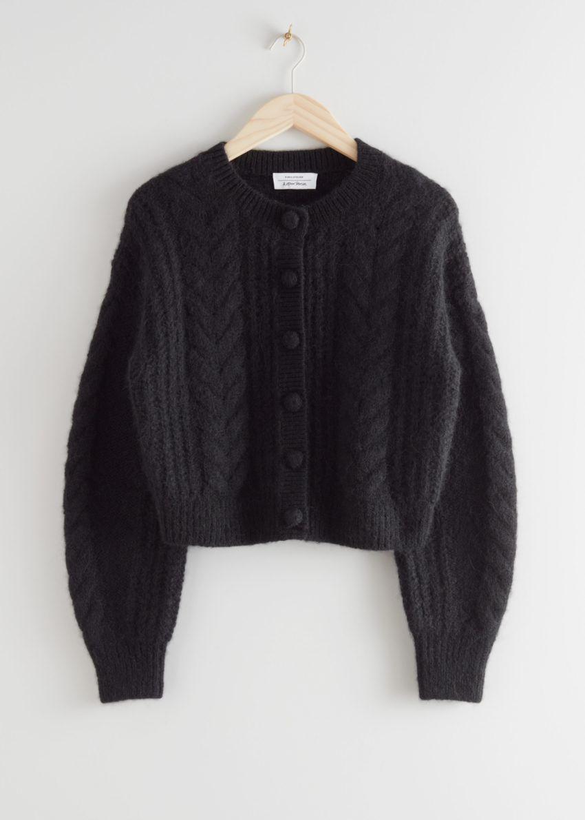 앤아더스토리즈 크롭 버튼 업 니트 스웨터의 블랙컬러 Product입니다.
