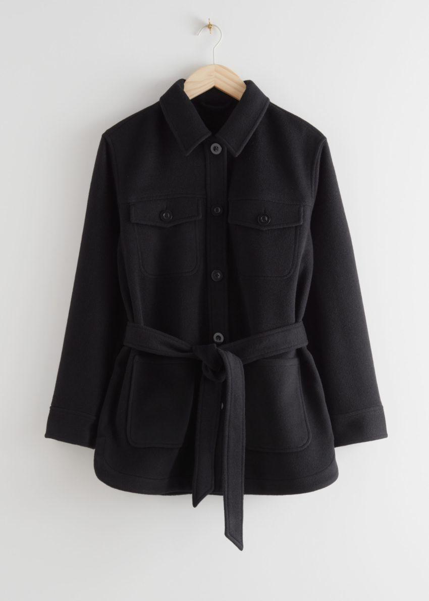 앤아더스토리즈 벨티드 오버셔츠 재킷의 블랙컬러 Product입니다.