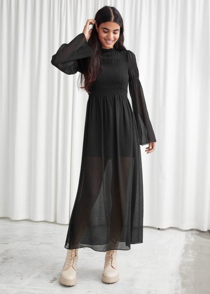 앤아더스토리즈 릴렉스드 스모크 맥시 드레스의 블랙컬러 ECOMLook입니다.
