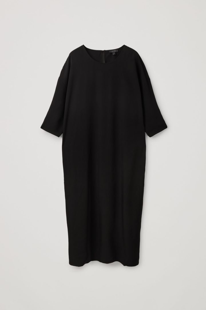 COS 릴랙스드 미디 드레스의 블랙컬러 Product입니다.