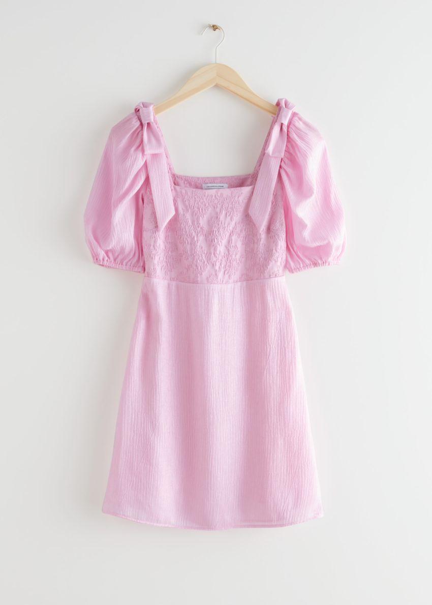 앤아더스토리즈 피티드 퍼프 슬리브 미니 드레스의 핑크컬러 Product입니다.