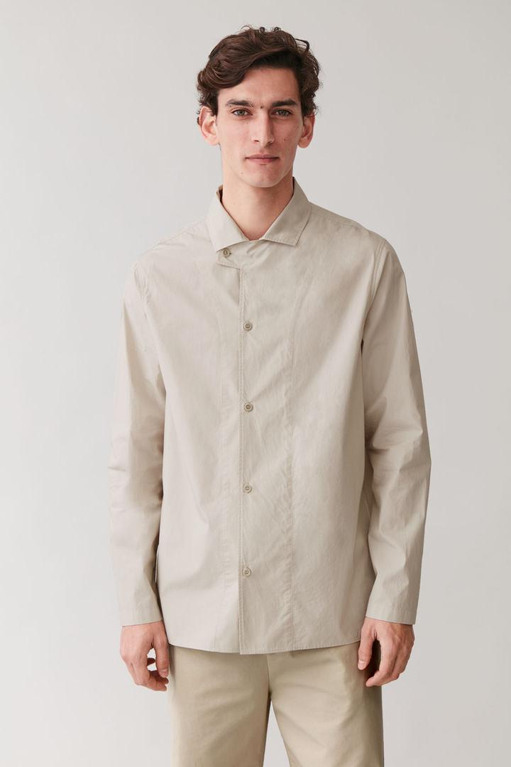 COS default image 9 of 베이지 in 탭 칼라 코튼 셔츠