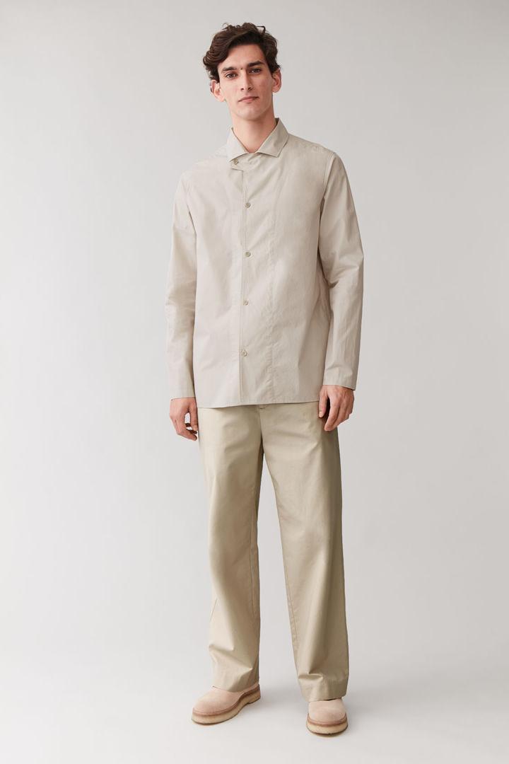 COS default image 4 of 베이지 in 탭 칼라 코튼 셔츠