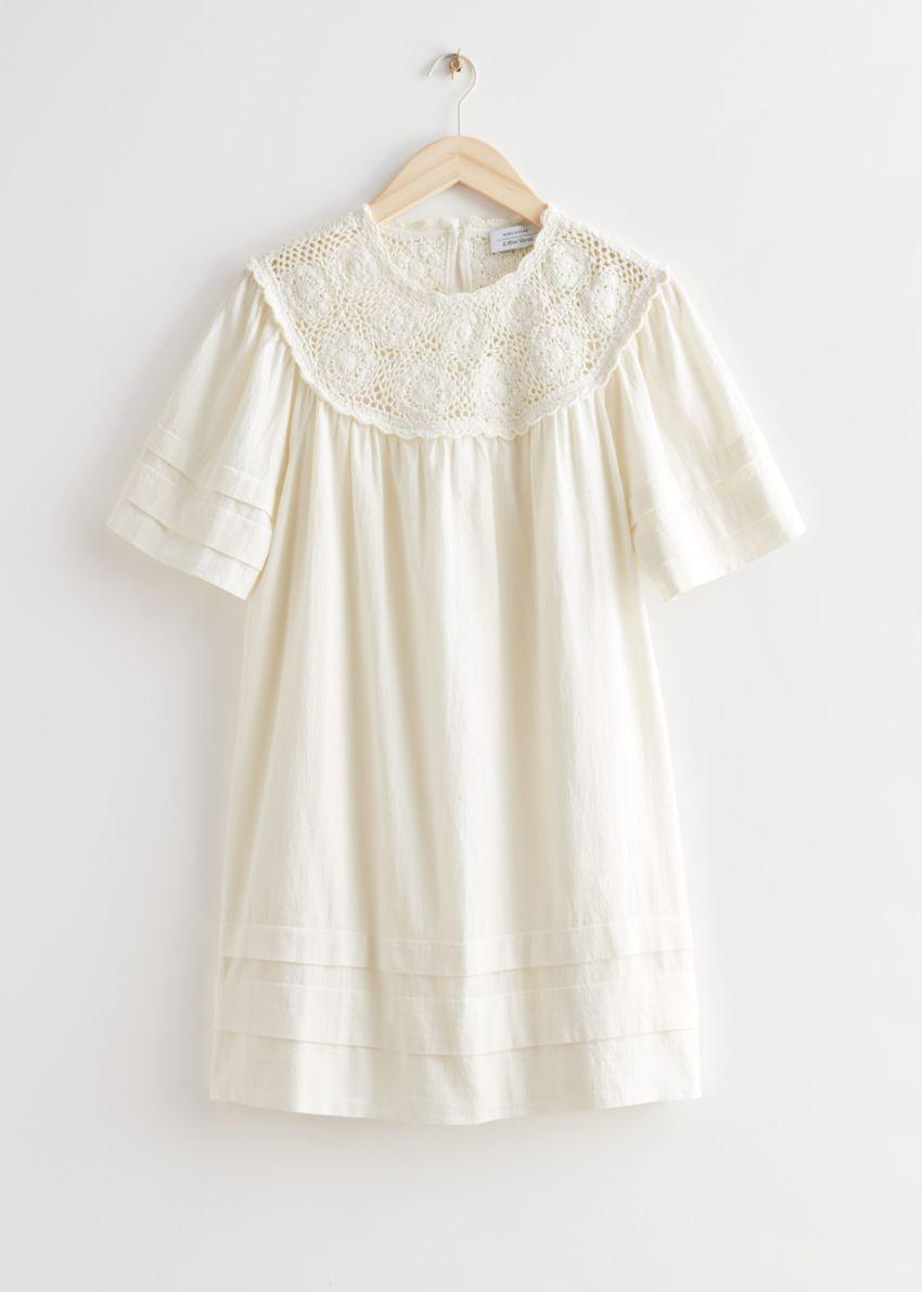 앤아더스토리즈 크로셰 카라 미니 드레스의 화이트컬러 Product입니다.