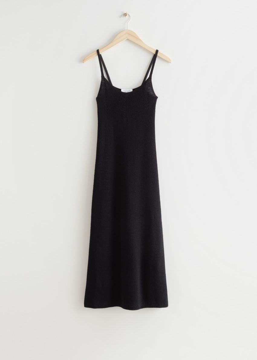 앤아더스토리즈 스트래피 미디 니트 드레스의 블랙컬러 Product입니다.
