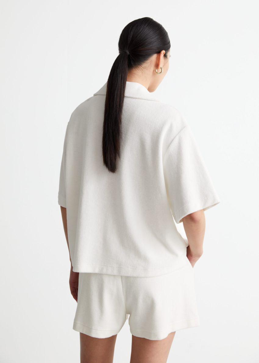 앤아더스토리즈 박시 테리 셔츠의 화이트컬러 ECOMLook입니다.