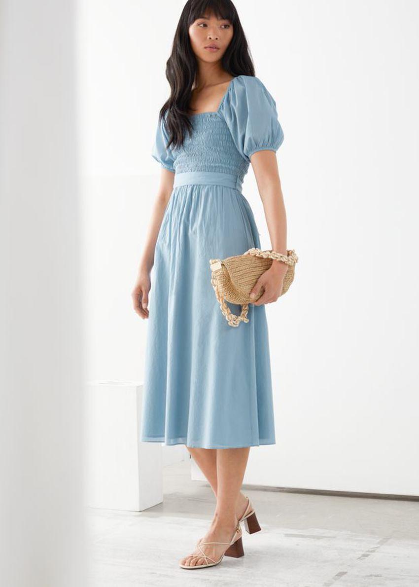 앤아더스토리즈 벨티드 퍼프 슬리브 미디 드레스의 라이트 블루컬러 ECOMLook입니다.