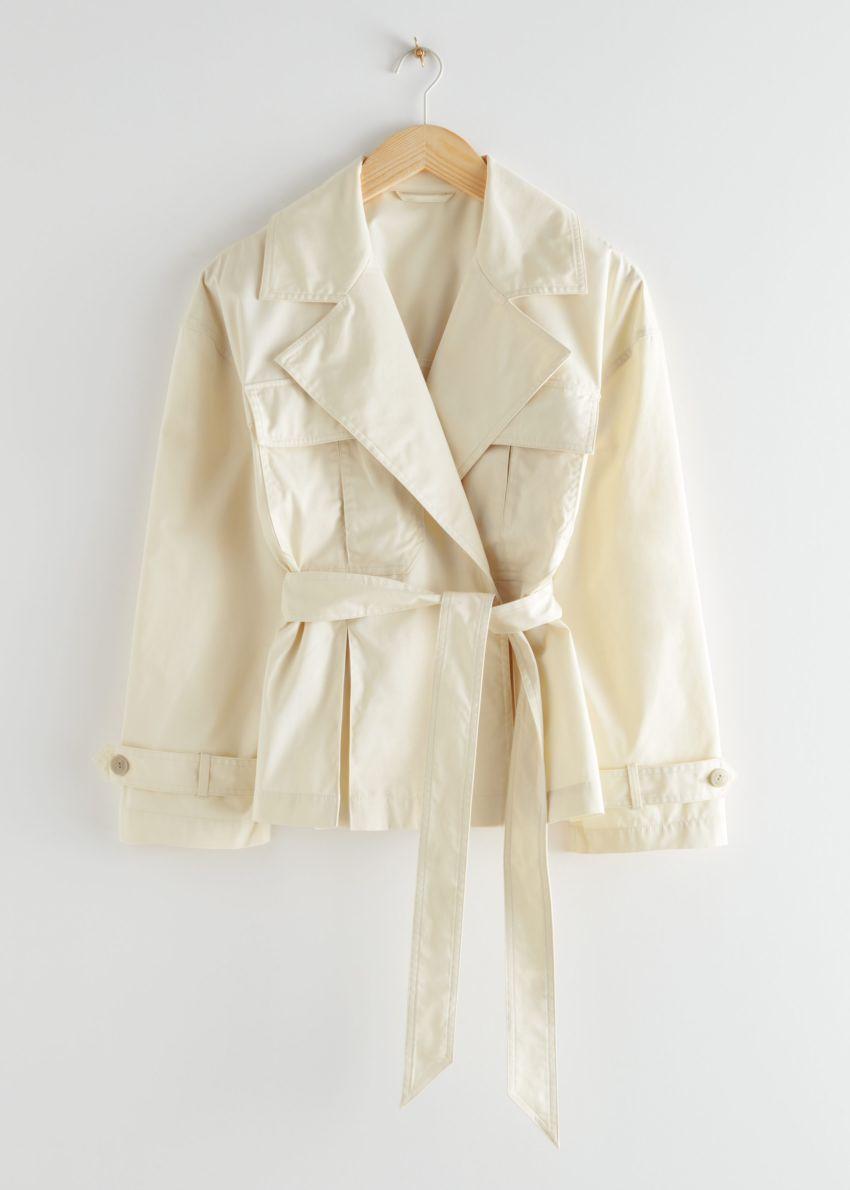 앤아더스토리즈 벨티드 쇼트 트렌치 재킷의 베이지컬러 Product입니다.