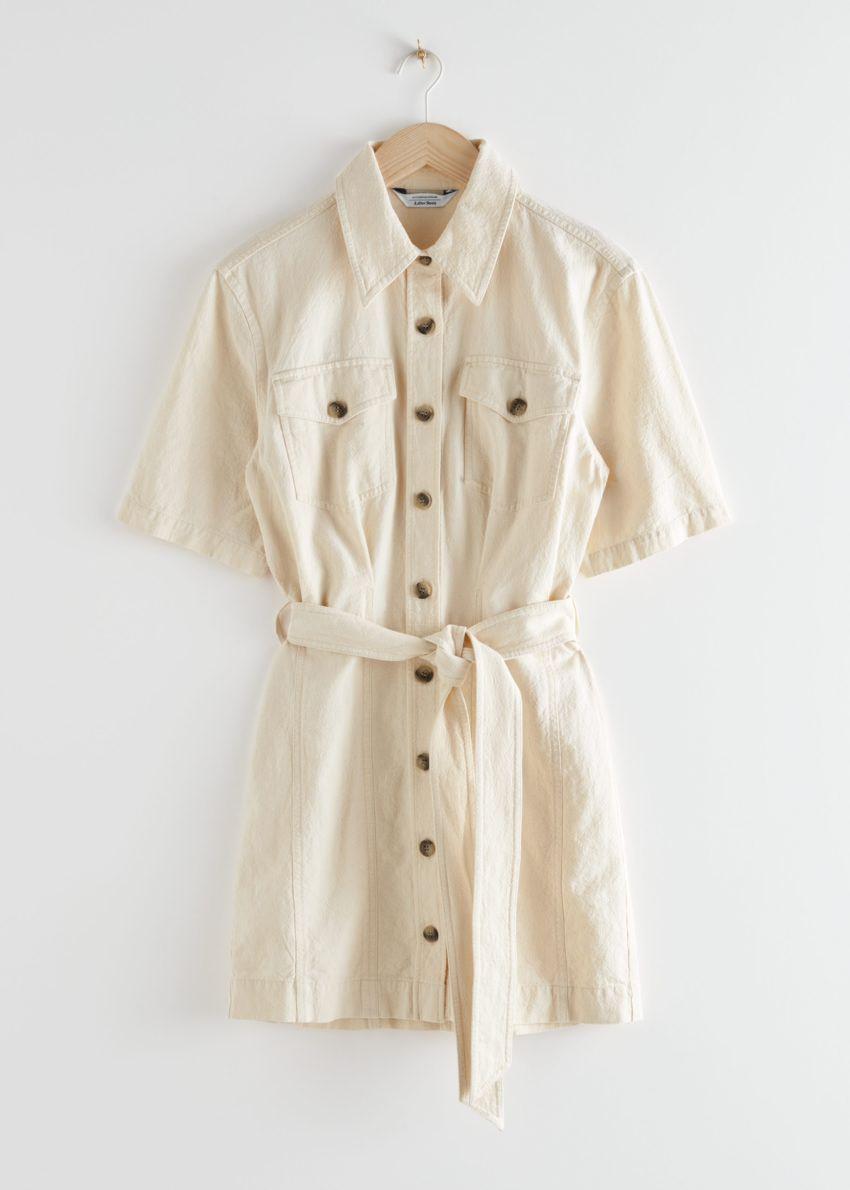 앤아더스토리즈 벨티드 셔츠 미니 드레스의 화이트컬러 Product입니다.