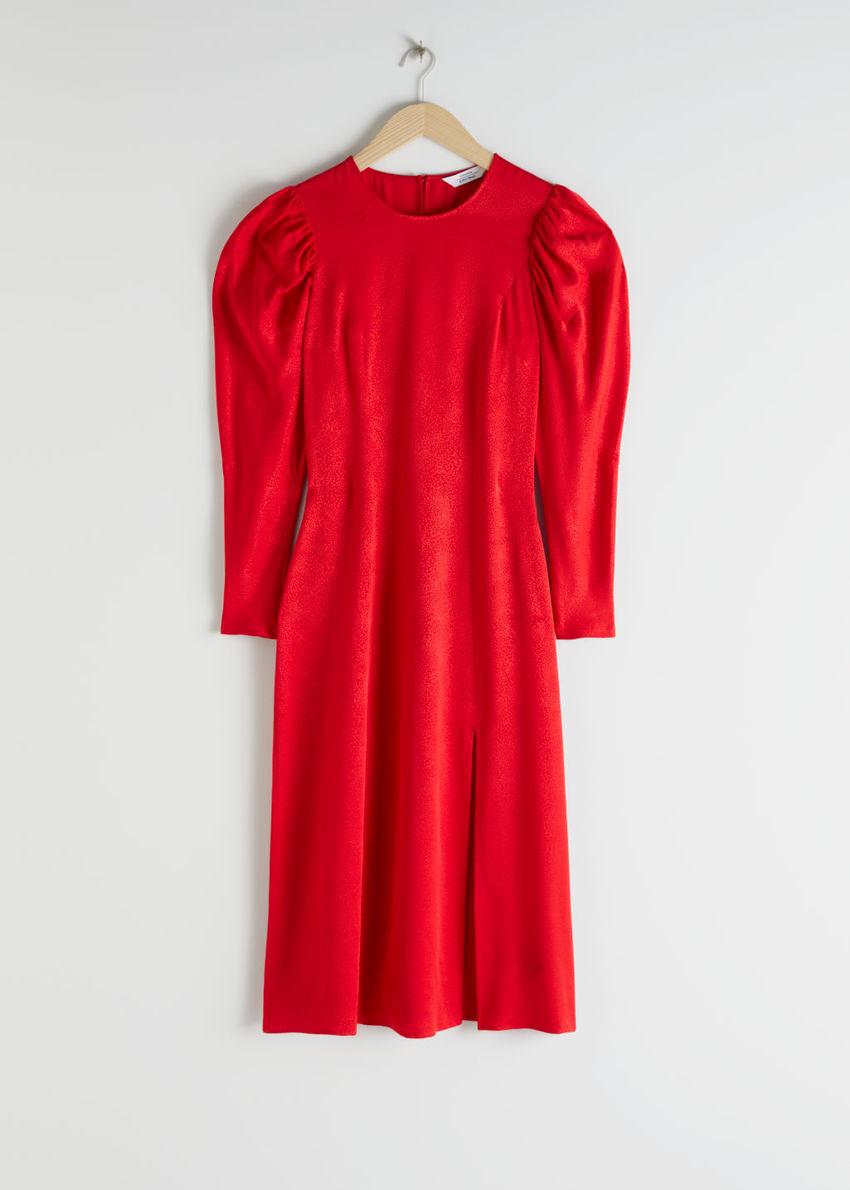 앤아더스토리즈 자카드 퍼프 슬리브 미디 슬릿 드레스의 레드컬러 Product입니다.