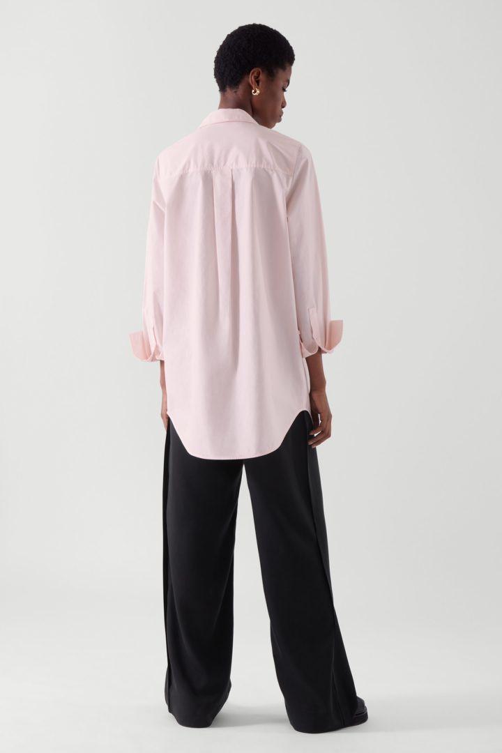 COS 오버사이즈 테일러드 셔츠의 더스티 핑크컬러 ECOMLook입니다.