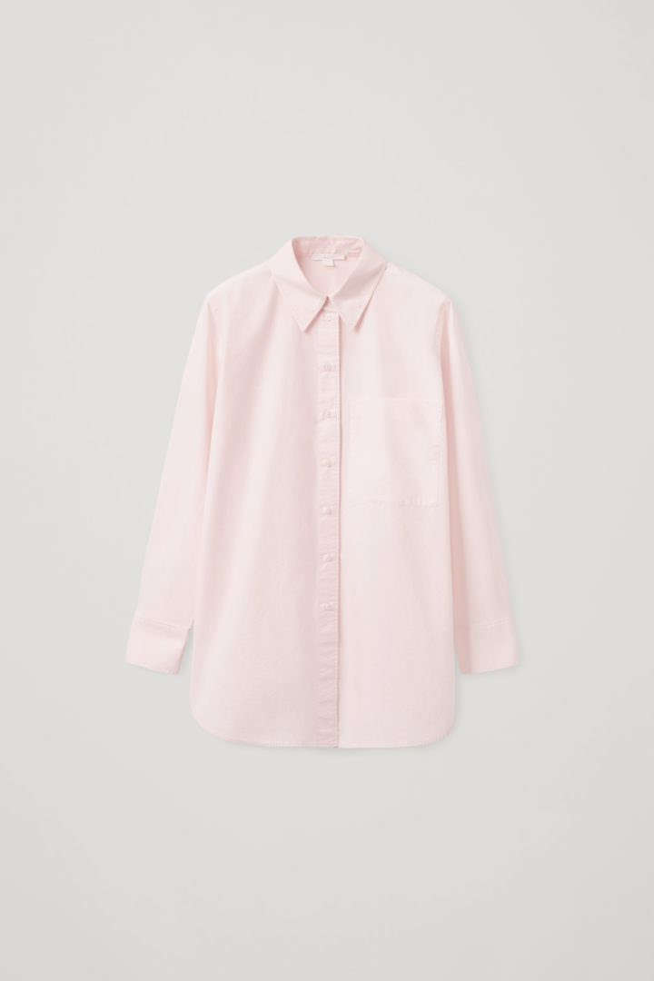 COS 오버사이즈 테일러드 셔츠의 더스티 핑크컬러 Product입니다.