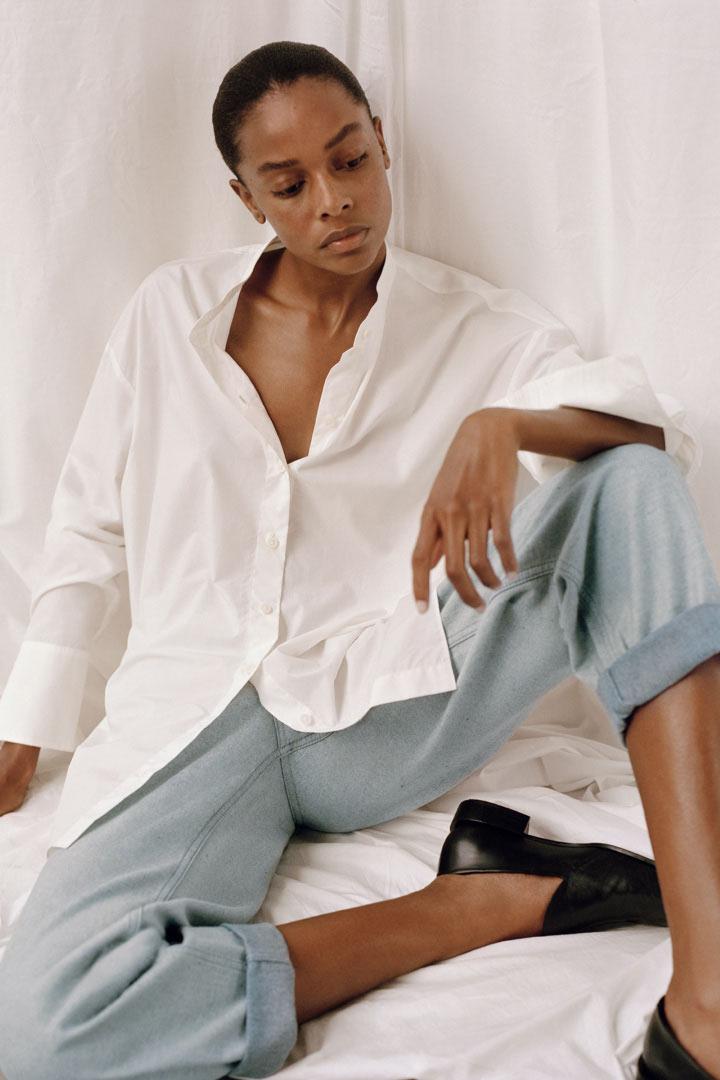 COS 디태처블 칼라 코튼 셔츠의 화이트컬러 Environmental입니다.