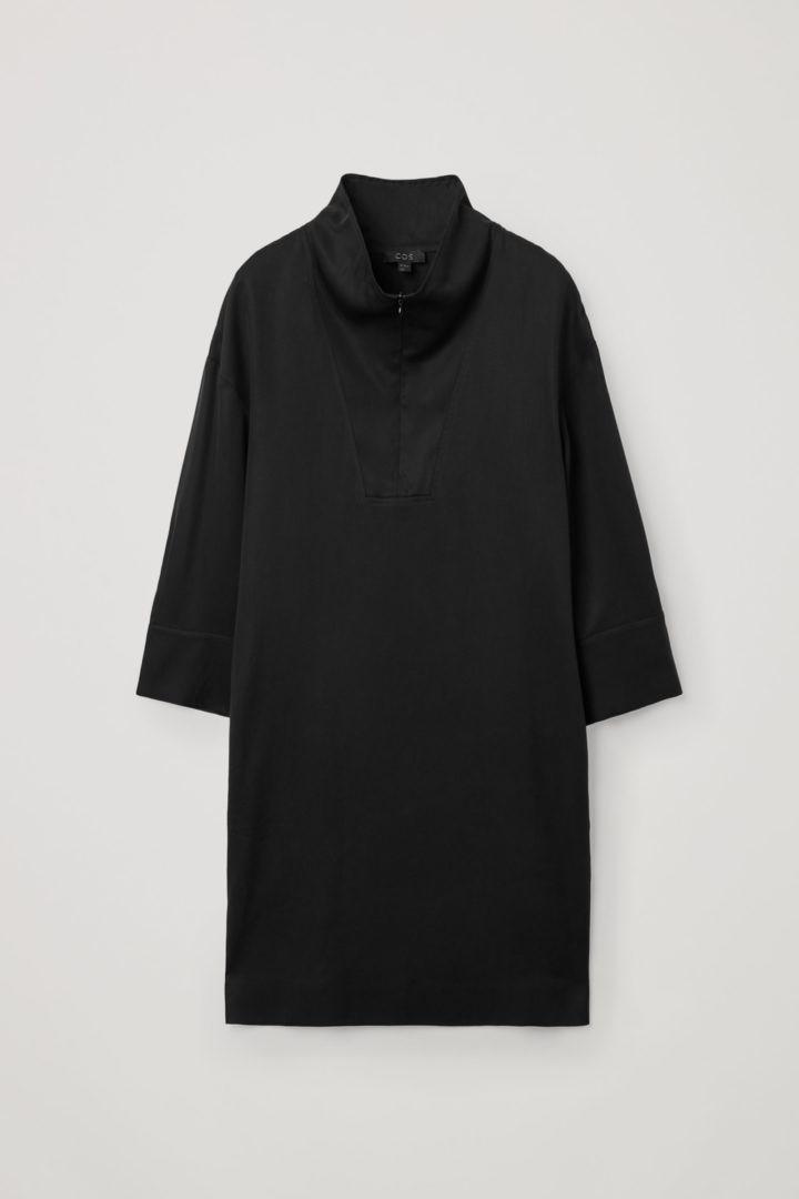 COS 라이오셀 유틸리티 드레스의 블랙컬러 Product입니다.