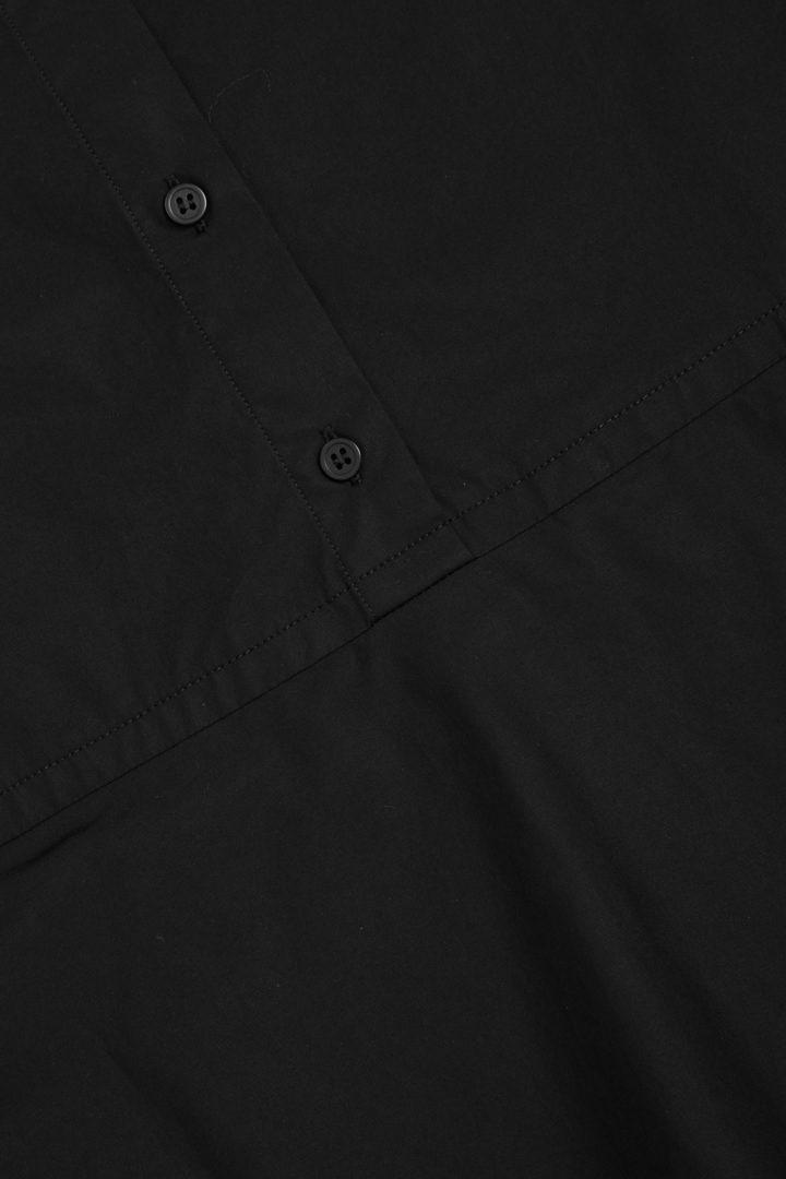 COS 플리티드 코튼 셔츠 드레스의 블랙컬러 Detail입니다.