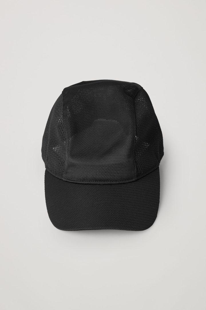 COS 메쉬 베이스볼 캡의 블랙컬러 Product입니다.