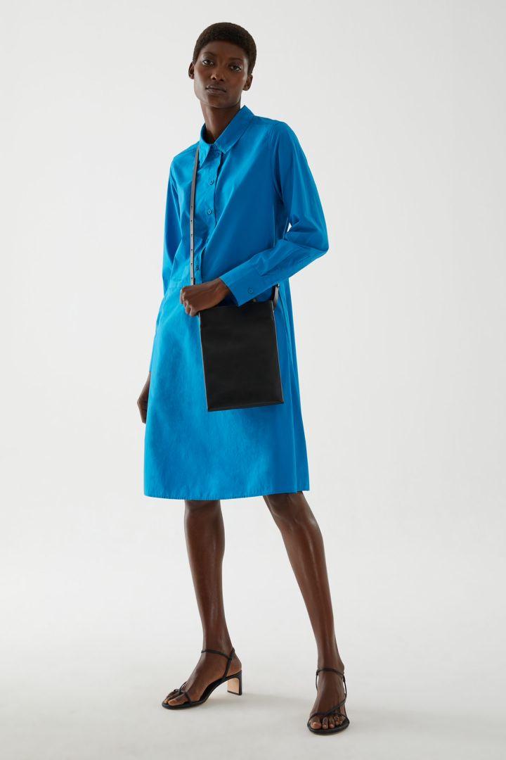 COS default image 4 of 블루 in 플리티드 코튼 셔츠 드레스