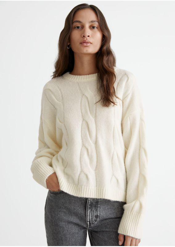 &OS image 22 of 화이트 in 케이블 니트 스웨터